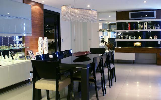Sala Jantar Laca Preta ~ vista geral da sala de jantar ao fundo o móvel do bar mesa de jantar
