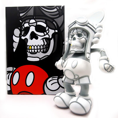 Designer Con 2012 Exclusive White Deathhead Vinyl Figure by David Flores