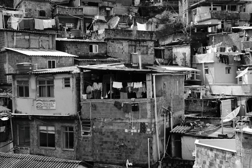 Morro Dona Marta, Botafogo, by Guillermo Aldaya / PhotoConversa