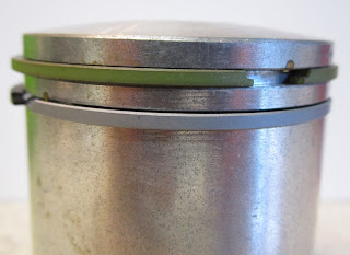 Close up of the second ribbed piston ring - Yamaha two stroke piston