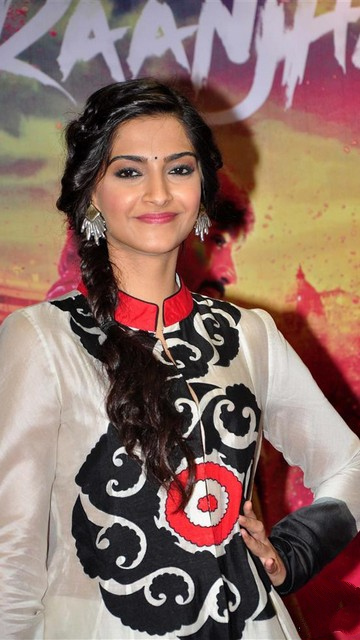 Sonam Kapoor Latest Hot Pics