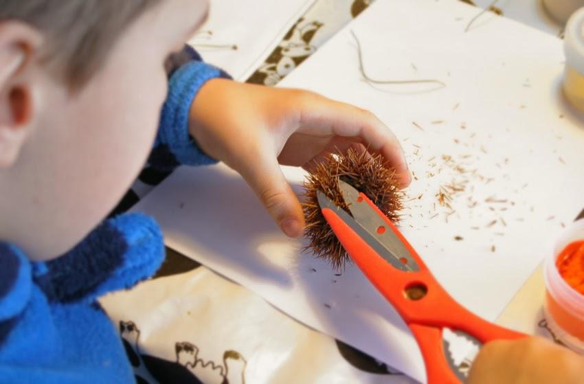 Manualidad: Erizo con cáscara de castaña11