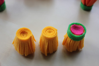 Tutoriel comment faire une fleur dahlia en feutre le blog de miss kawaii - Comment faire une fleur en elastique ...