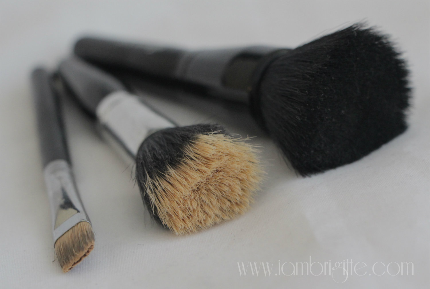 how to clean foundation brush with shampoo
