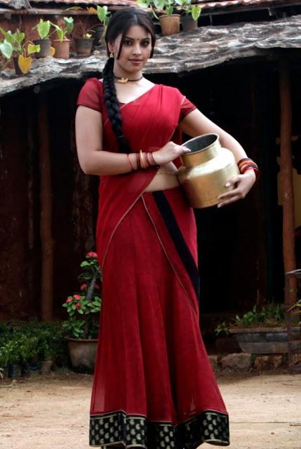 Richa Gangopadhyay saree hot