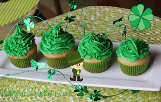 Winelady Cooks: Vanilla Cupcakes Wearin' the Green