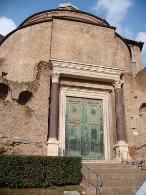 Romulus Tapınağı