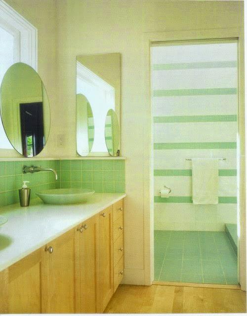 Baño Verde Con Blanco:decorado con madera y cerámica en verde agua Zona de ducha con