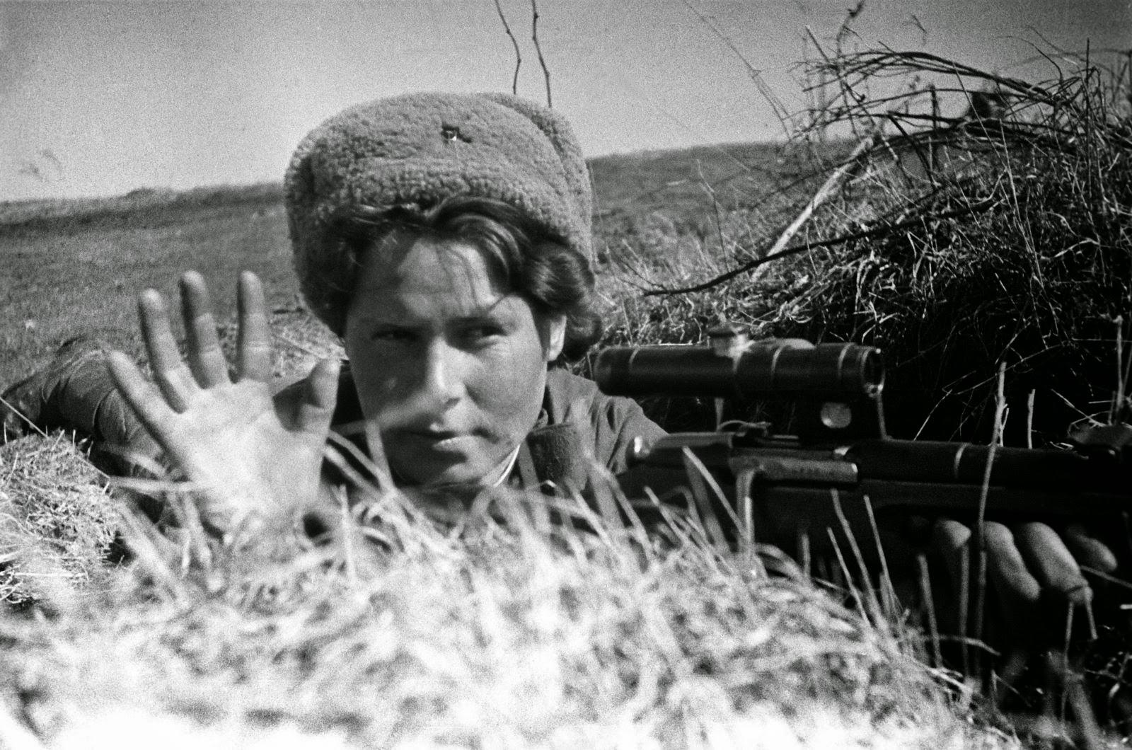 Русские жены на вечеринке бес трусов бесплатно 16 фотография
