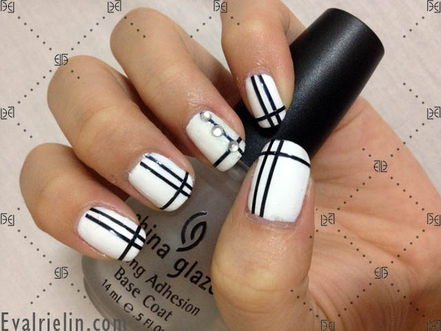 I had a spare hour and decided to finally break out my recent new nail  polishes. Because I don't generally wear a lot of nail polish, ... - Evalrie Lin MUA: Nail Art: Black Striped On White