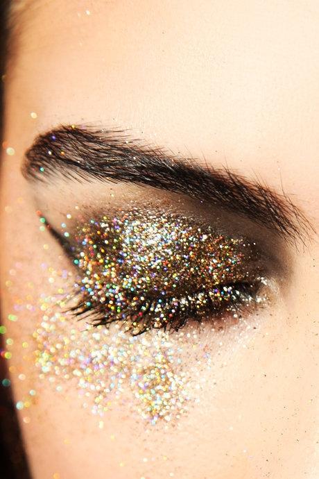 make up art by elle video christmas party gold glitter makeup. Black Bedroom Furniture Sets. Home Design Ideas