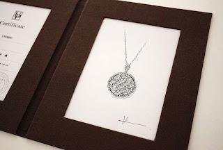 フルオーダーペンダントのデザイン画をデザイナーからプレゼント。