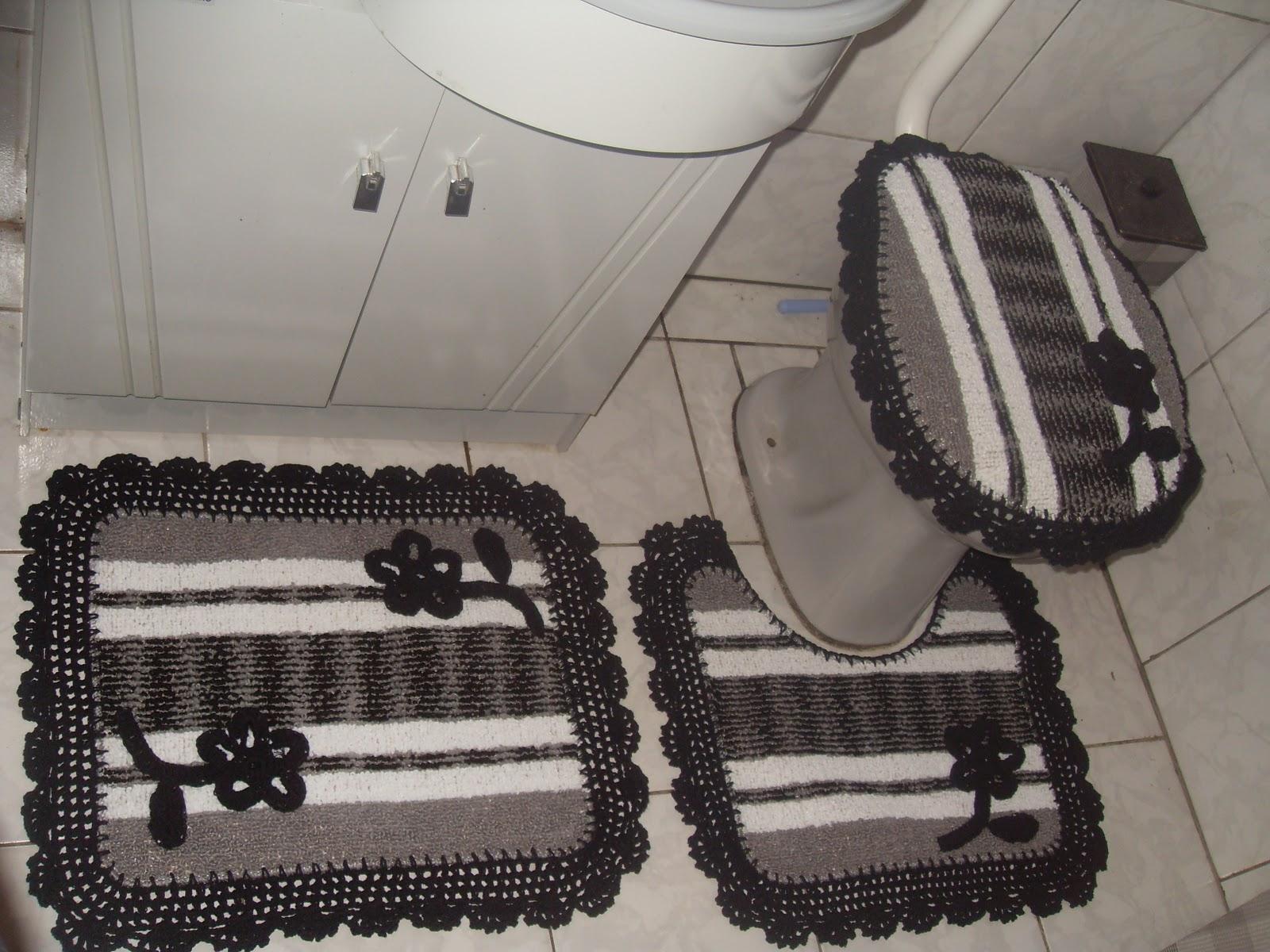 Nina Crochê: Jogo de banheiro emborrachado #6F665C 1600x1200 Banheiro Cor Preto E Branco