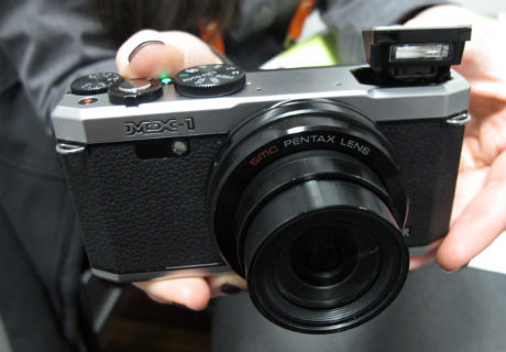 Pentax MX-1, Retro-looking Luxury Compact Camera