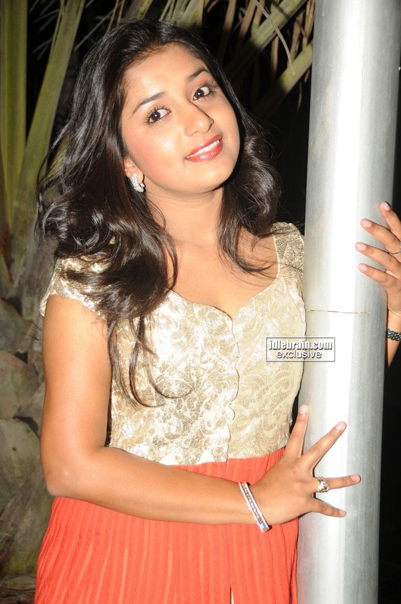 All For Unseen Meera Jasmine Latest Hot Sizzling Pics Kanaka
