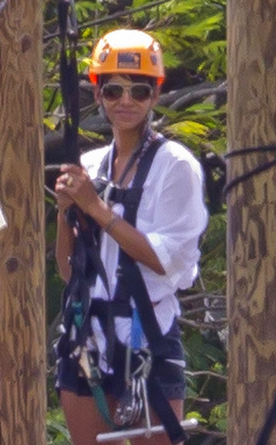 Halle Berry and Olivier Martinez rested with the children on the sunny Hawaii