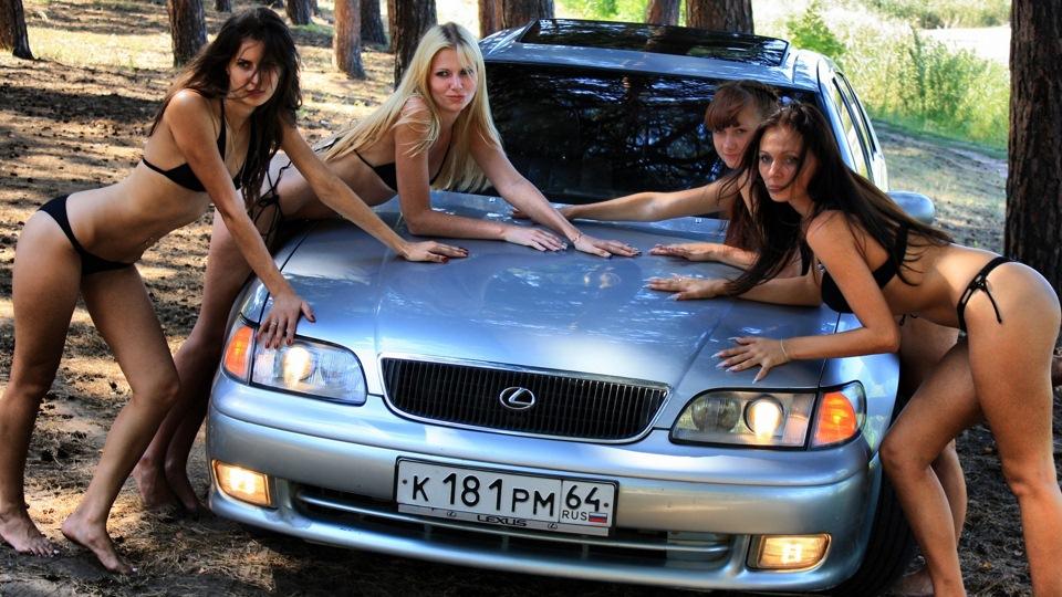 dziewczyna i auto, pozuje, modelka, japońskie fury, lexus gs, bikini
