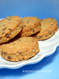 savoury-biscuits-with-seeds