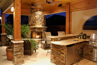 Backyard with outdoor kitchen and fireplace backyard and - Cocinas con chimenea ...