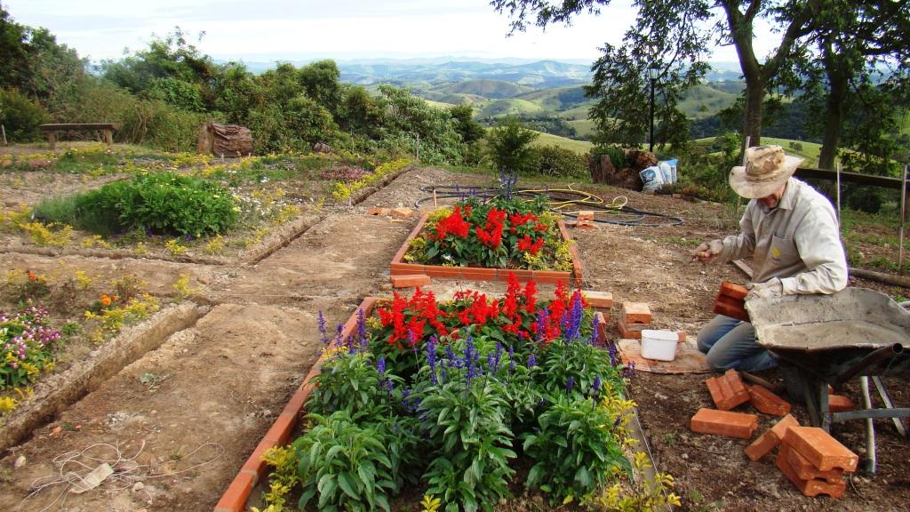 cerca de madeira para jardim passo a passo:Pousada Quinta da Serra: Um jardim passo a passo