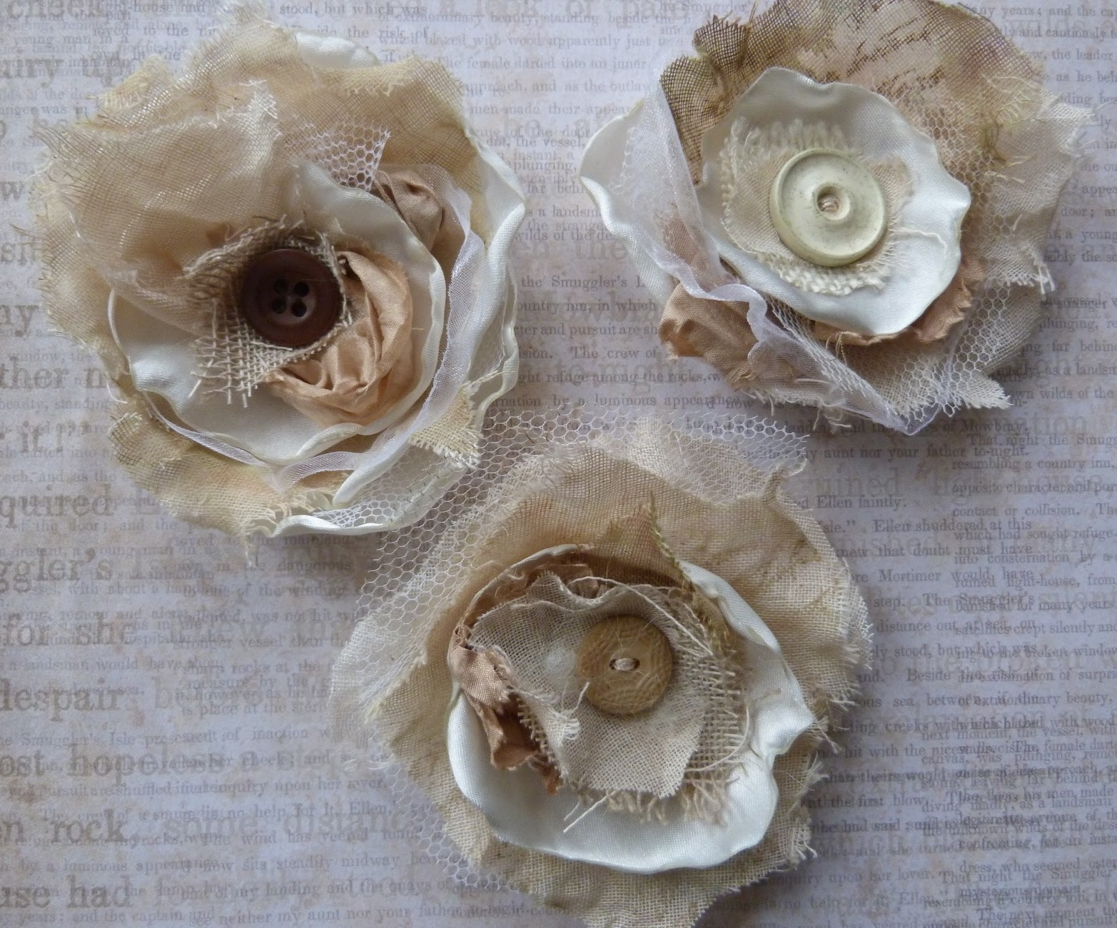 Textile Delights: Shabby Chic vintage button brooches