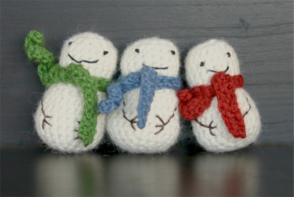 Crochet Patterns Free Snowman : The Dapper Toad: Free Mini Snowman Crochet Pattern