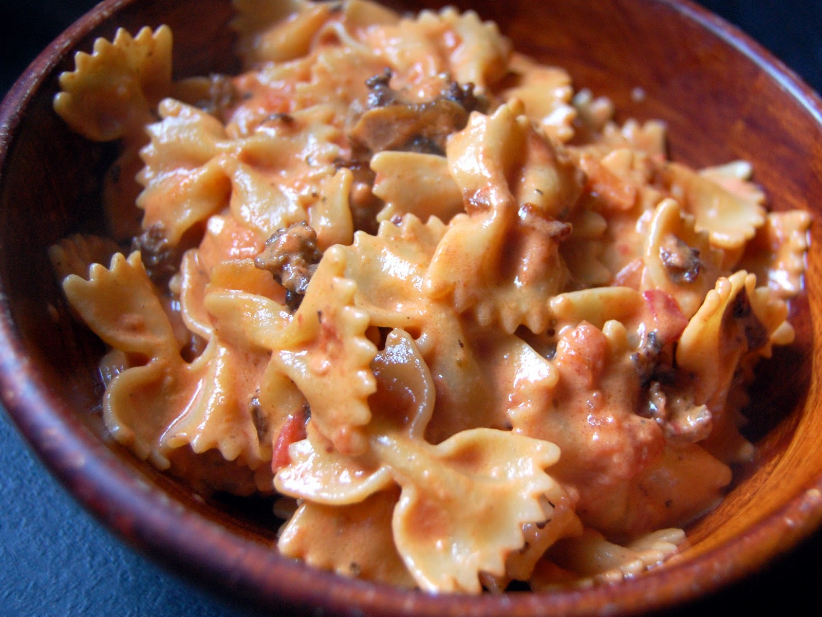 Cassie Craves: Bow Ties with Spicy Sausage in Tomato Cream Sauce