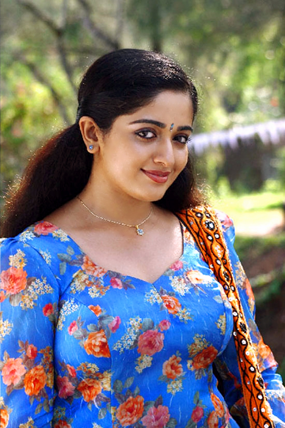heroine kavya madhavan in blue churidar extra large close up