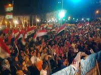 متظاهرو التحرير يطالبون بحل الدستورية ورحيل المشير .. والمئات يتظاهرون أمام المنصة ويطردون أون تي في
