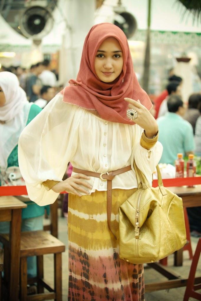 5 Model Pakaian Sesuai Dengan Hijab Ala Dian Pelangi Jallosi