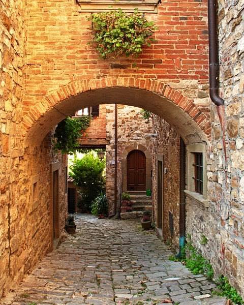 Cuore d 39 italia le vecchie case con i muri di pietra e for Case di mattoni ranch
