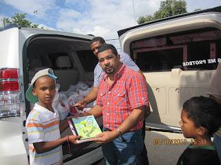Empresario Alexis Sánchez distribuye útiles escolares a estudiantes pobres de San Cristóbal