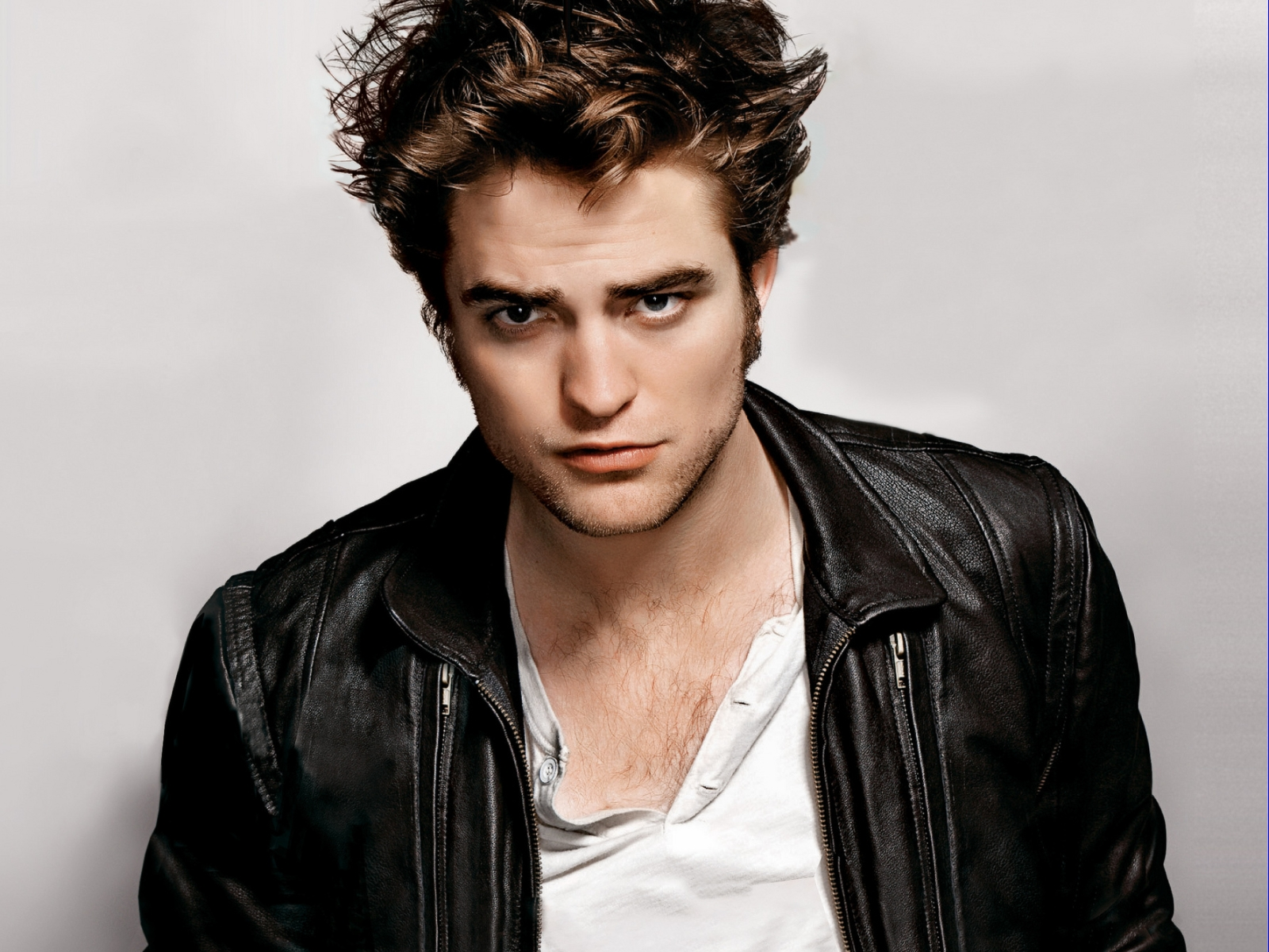 http://3.bp.blogspot.com/-s6AKyJ0-8kU/T7AECq9uYZI/AAAAAAAA49Q/tMCkjAMuO50/s1600/robert-pattinson-photo-41183.jpg