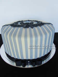 bolo decorado às riscas