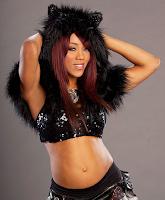 la hermosa luchadora profesional alicia fox posa disfrazada para importante fotografia