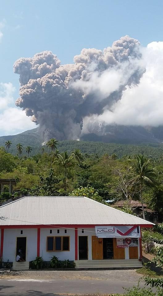 Gunung Karangetang Meletus, 34 KK Mengungsi
