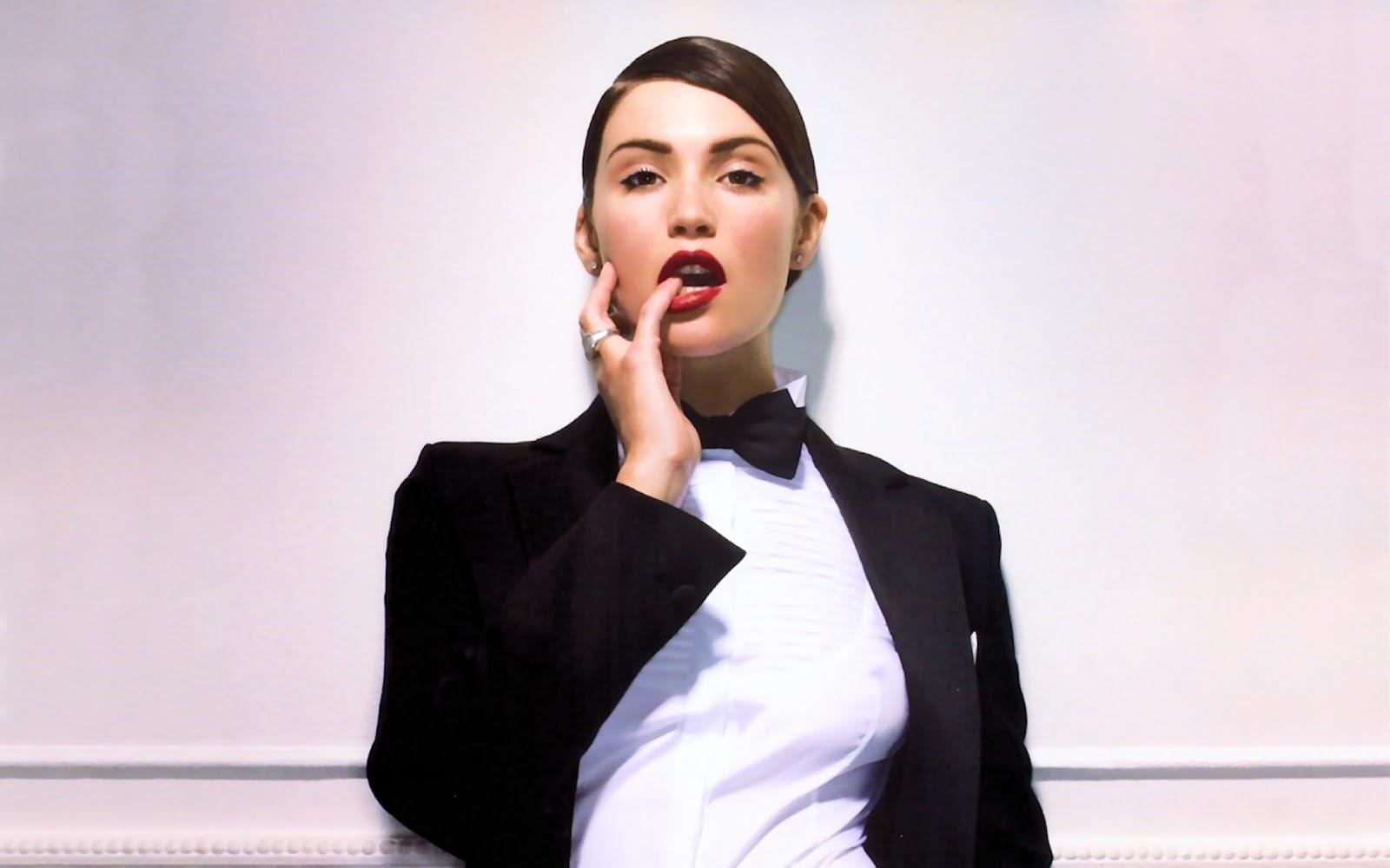http://3.bp.blogspot.com/-s6ZM6yAUCt8/TyME6bzIeoI/AAAAAAAAENc/j2cxd5k6Zz4/s1600/Gemma-Arterton-Photo-shoot.jpg