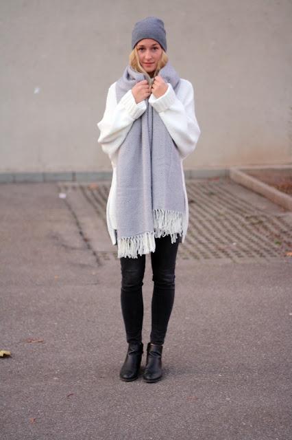 graue Beanie, schwarze Skinny Jeans: OOTD Winterlook Blogger