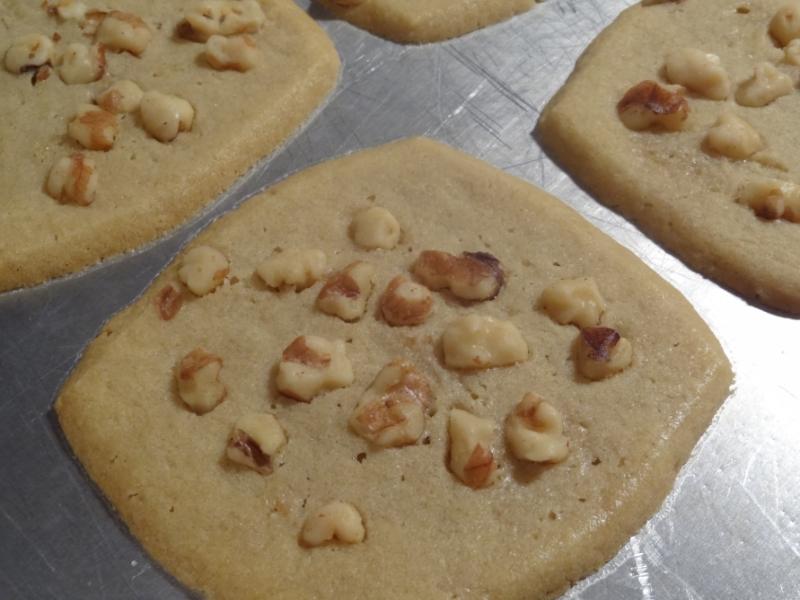 walnut, sugar cookies, Nestle Toll House