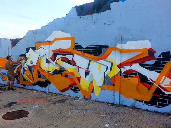 Graffiti de Emack de Igualada en proceso