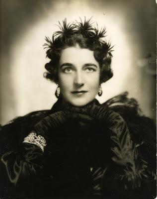 History dorothy draper design maureen stevens for Famous interior designers in history