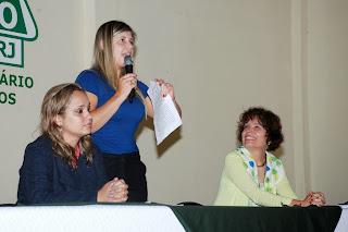 Primeira-dama e secretária dos Direitos da Mulher, Alessandra Rosa (de pé): capacitação profissional e inserção no mercado de trabalho