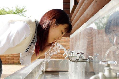 Air dari keran yang dapat diminum