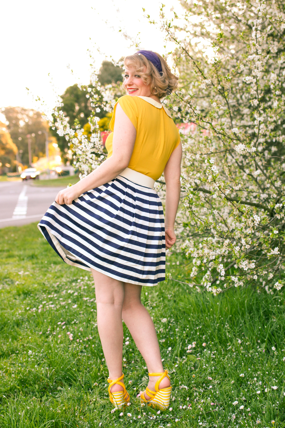 @findingfemme wears Spring yellow peter pan collar Modcloth top and navy striped skirt and yellow sandals