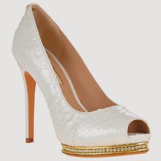 JORGE BISCHOFF dá um encanto mais que especial nos sapatos de noiva da  grife, agora eles são produzidos com couro de cobra original se tornando  item desejo ... 39eaa77876