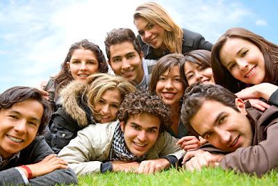 10 Cara Menjadi Pribadi Yang Menarik, Menyenangkan & Disukai Banyak Orang