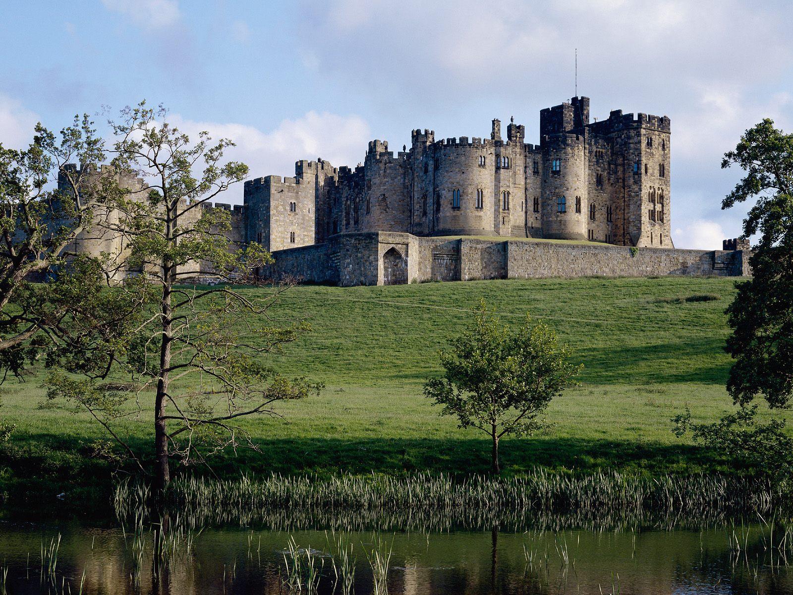 http://3.bp.blogspot.com/-s76cDPYnLqs/Th8xT5syFNI/AAAAAAAAATU/BsomS3d6y7w/s1600/Northumberland-Castle-1-7S8QHDJ3VZ-1600x1200.jpg