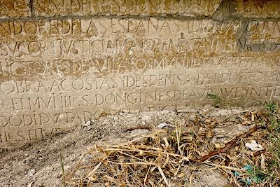 Detalle del estado de la lápida en octubre de 2010