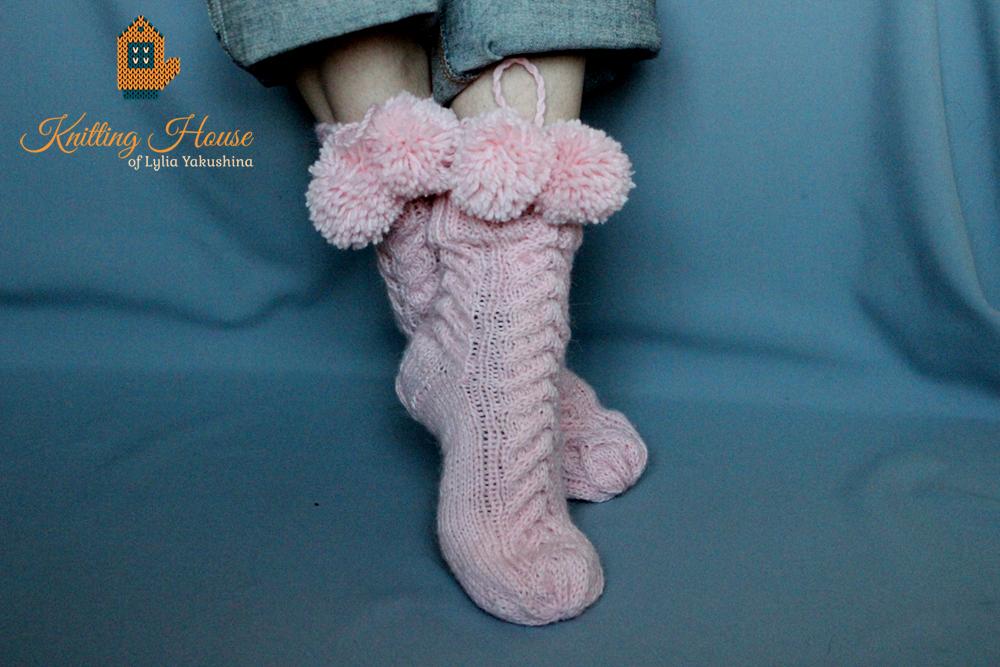 Теплые носки с орнаментом связанные на 2-х