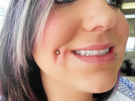 CHEEK PIERCING MEJILLA EN CHICAS